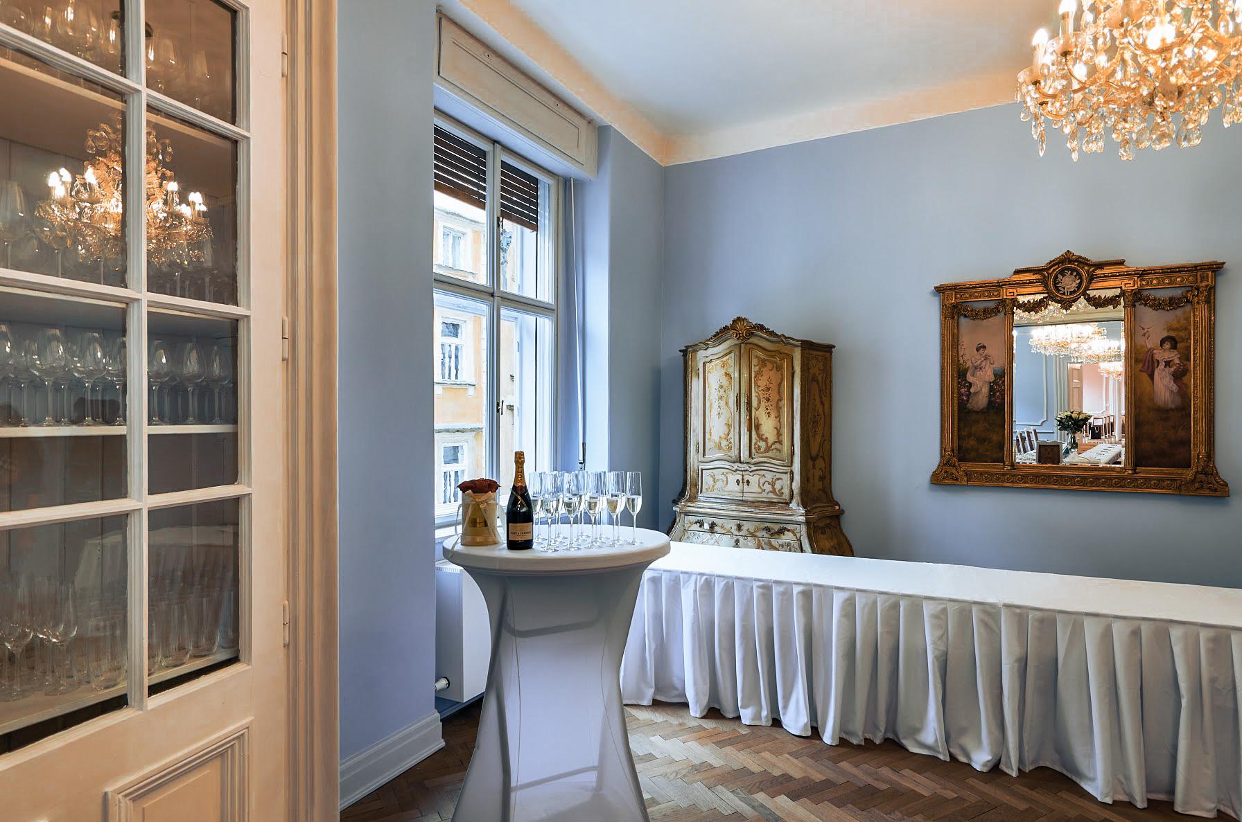 Hartigovský palác malý modrý sál